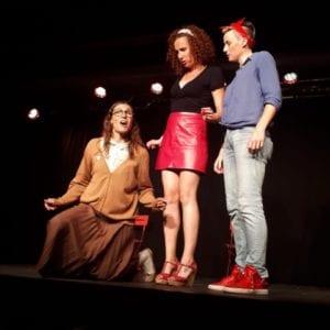 Trois comédiens sur scène Spectacle humour Biarritz evènement café théatre le petit bijou