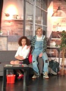Scène assise du spectacle humour Biarritz evènement café théatre le petit bijou