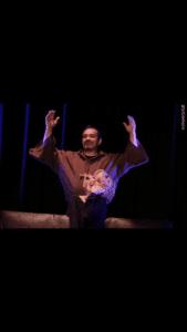 Mehdi prie spectacle d'humour à Biarritz café théâtre : Le Petit Bijou