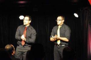 Les jeudis de l'Impro cafe theatre petit bijou spectacle d'humour hommes présentant le spectacle