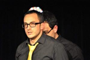 Les jeudis de l'Impro cafe theatre petit bijou spectacle d'humour homme s'interrogeant